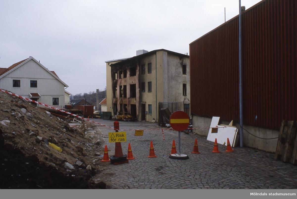 Ett hus vid Klippgatan i Mölndal har brunnit, år 1986. Gatan fick namnet Royens gata 28/2 1995. Huset har rivits och platsen är sedan dess parkeringsplats.