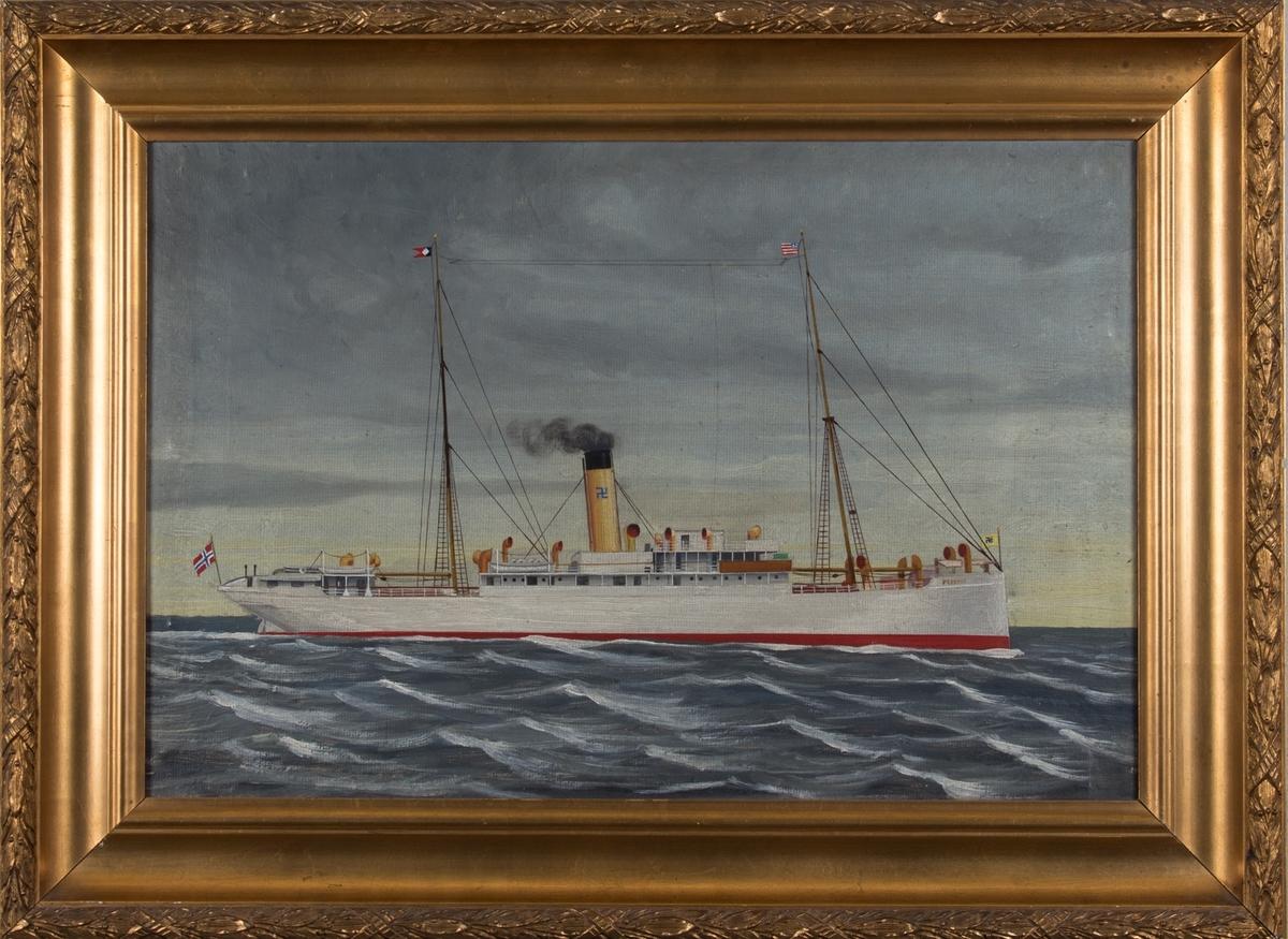 Skipsportrett av DS PRESTON under fart i åpen sjø. Det amerikanske flagg i formasten