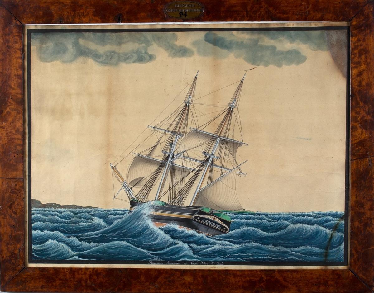 Biggen BERGENSEREN med fulle seil til sjøs. Skipet sees fra aktersiden.