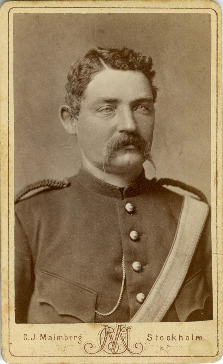 Porträtt av okänd soldat vid artilleriregemente.