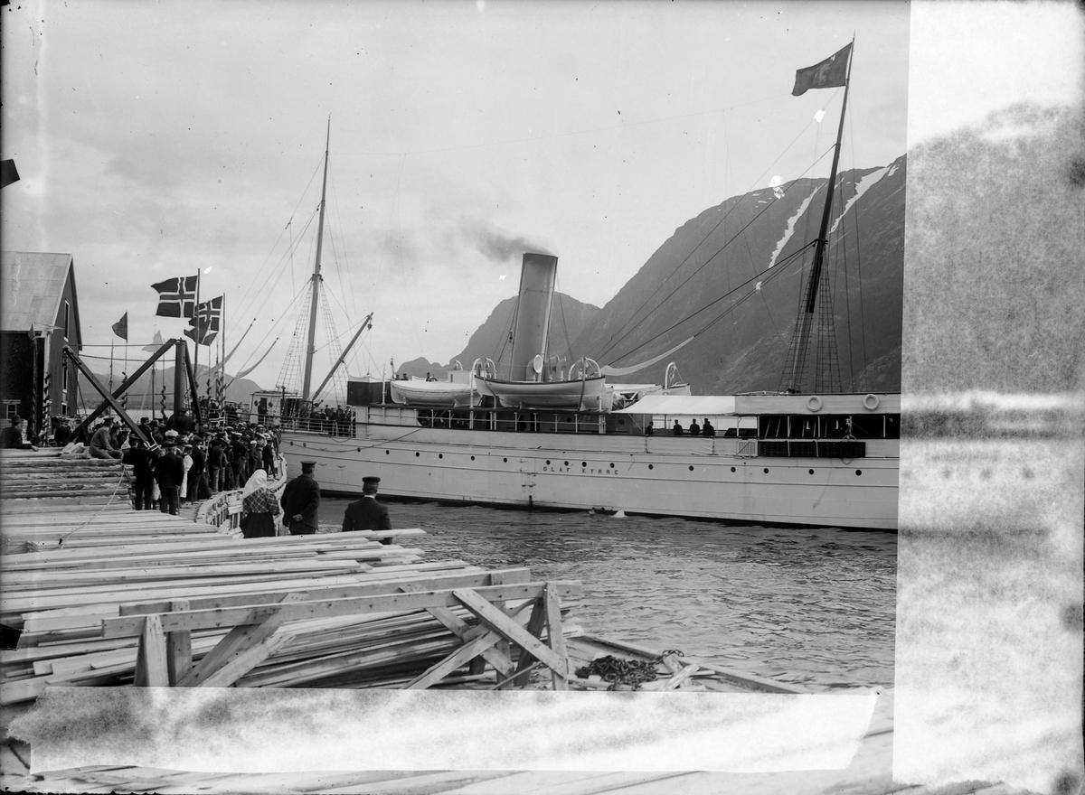Kong Haakon VII og Dronning Maud på besøk i Mosjøen i 1907.