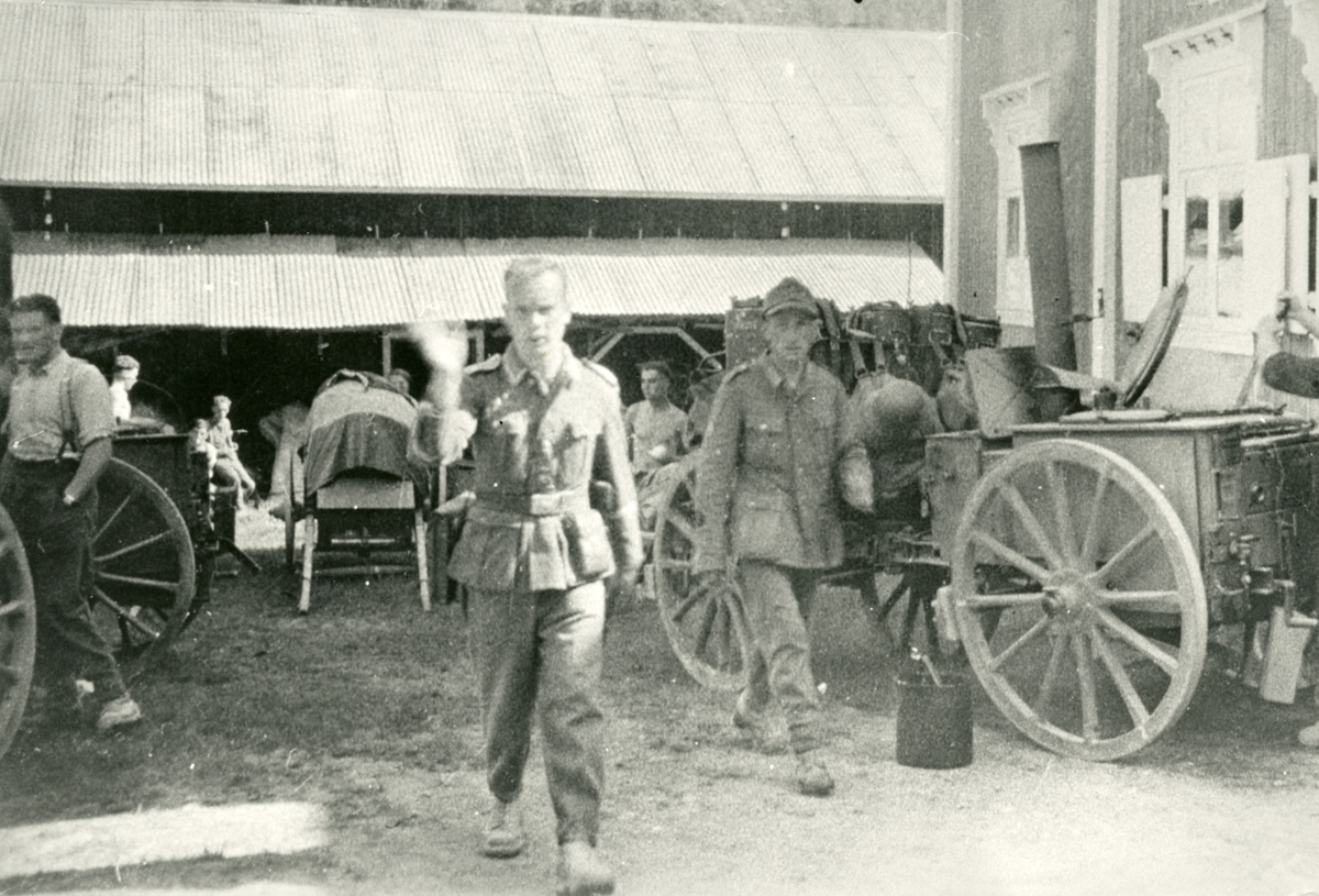 Tyske soldatar i tysk troppetransport.  ved Lundby