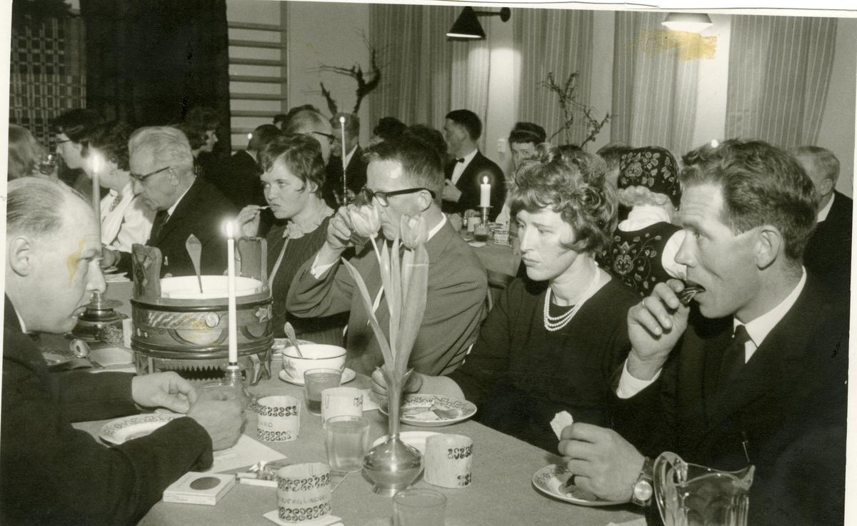 Fest i Sør-Aurdal lærarlag på Reinli skule i 1966/67.