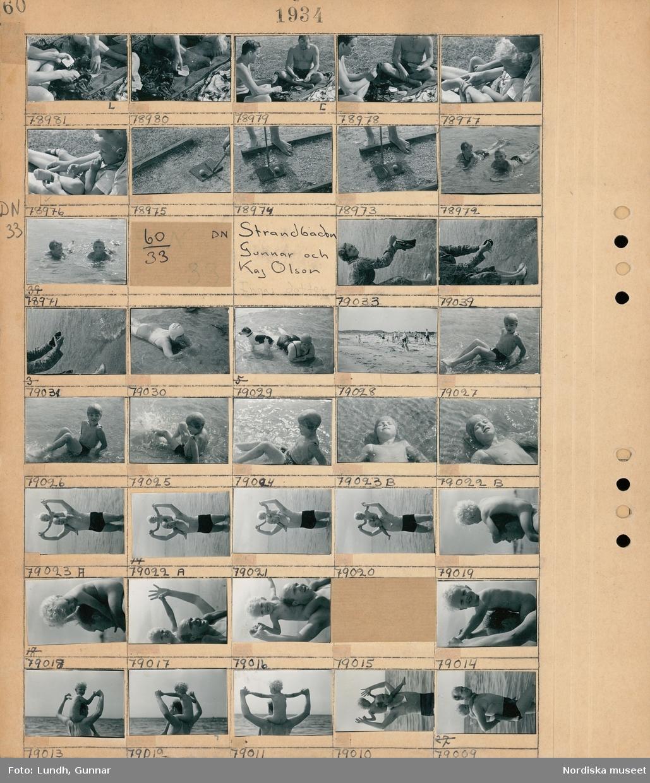Motiv: (ingen anteckning) ; Två män sitter på en filt och spelar kort, närbild av en person som spelar minigolf, två barn ligger i vattenbrynet.  Motiv: Strandbaden, Gunnar Olsson och Kaj Olson; En kvinna tvättar en baddräkt i havet, en kvinna och en hund i vattenbrynet, människor på en badstrand, ett barn sitter på axlarna på en man.