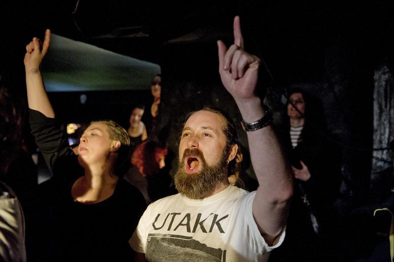 Publikum på El Regn-konsert. Foto Helge Skodvin.