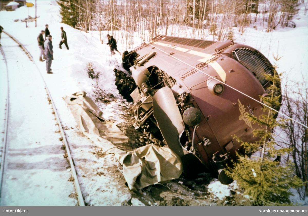 Avsporet diesellokomotiv Di 3.630 nord for Bjørgo