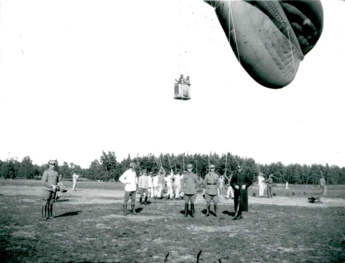 Fältballongövning i Skillingaryd. Namn se notering.