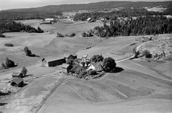 Ås gård i Spydeberg, gnr./bnr.115/1, flyfoto 1056.