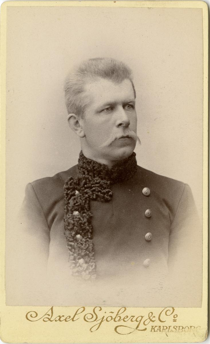 Porträtt av Emil Melander, officer vid Generalstaben.  Se även bild AMA.0008032 och AMA.0008095.