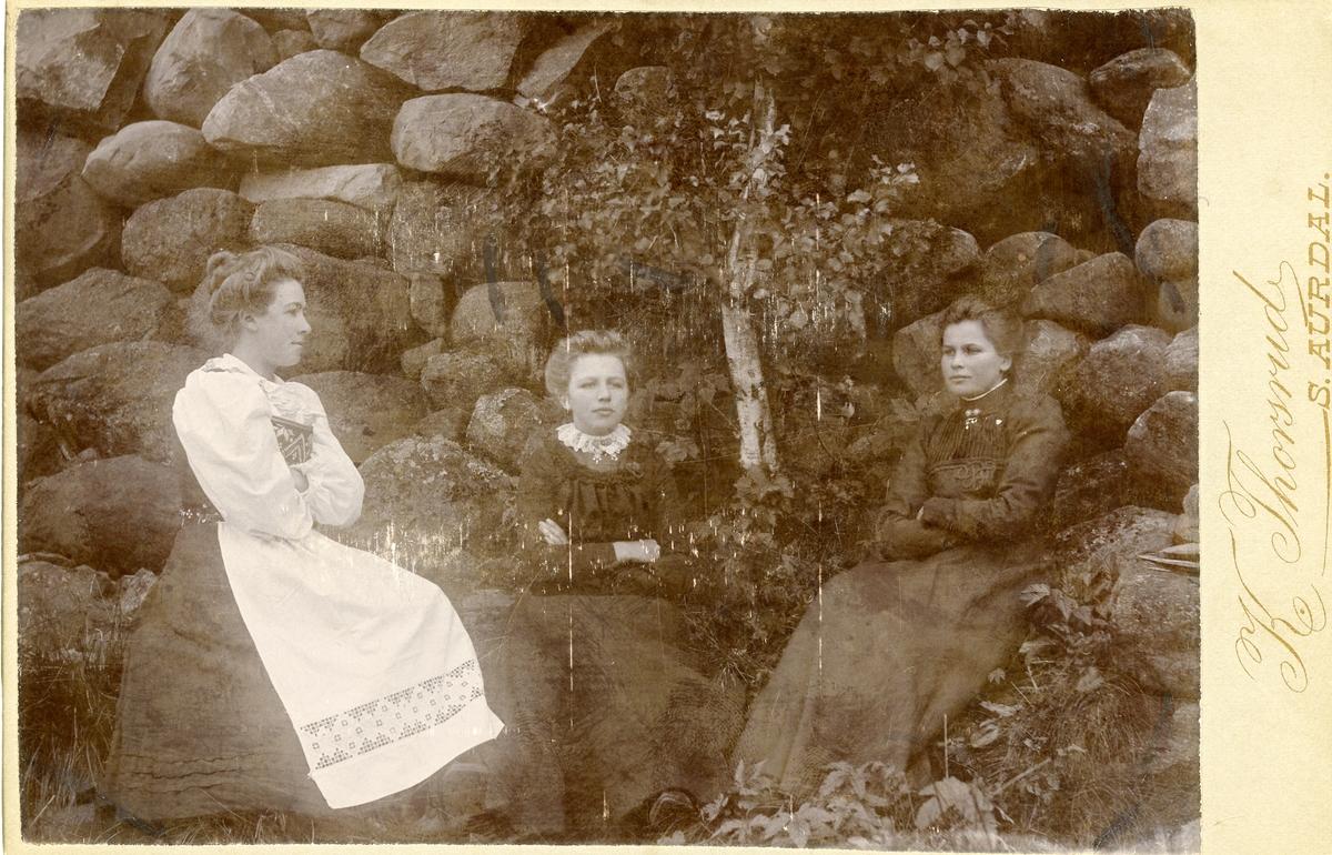 Thorsrud, Bertine og Anna.