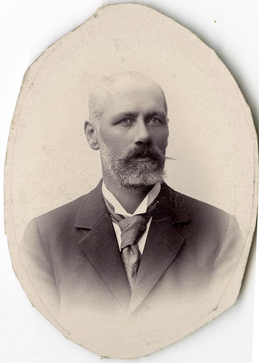 Porträtt av Selfrid Algusto Calido Kinmanson, tygförvaltare vid Stockholms Tyg-, ammunitions- och gevärsförråd.