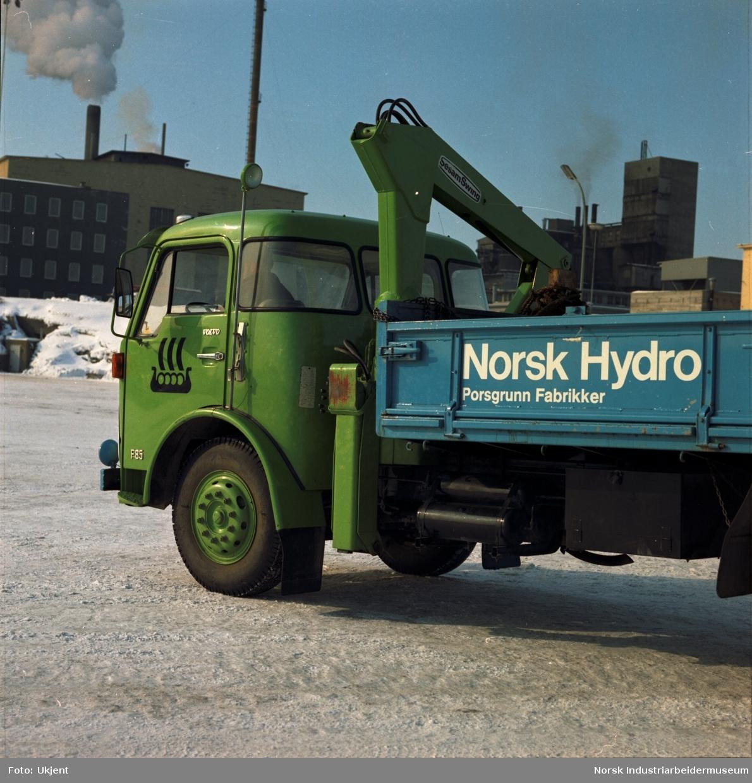 Hydro-lastebil på vinterføre.