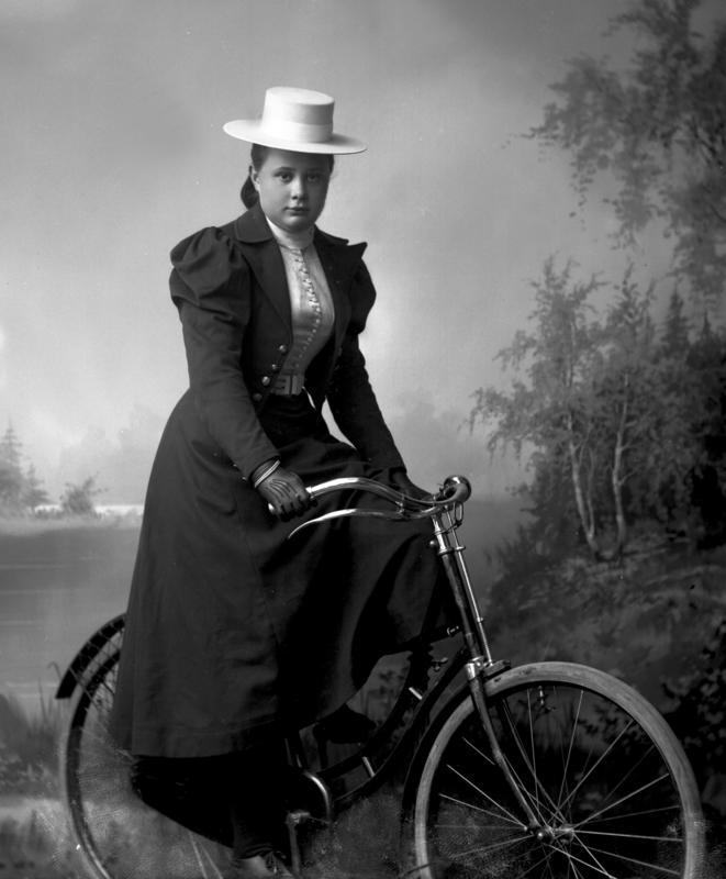 Portrett kvinne med sykkel
