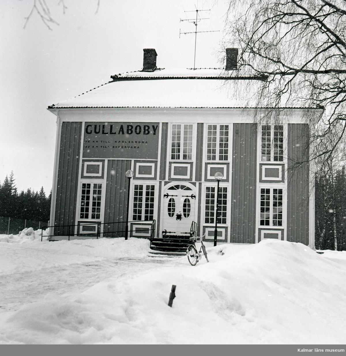 Biblioteket, före detta stationen.