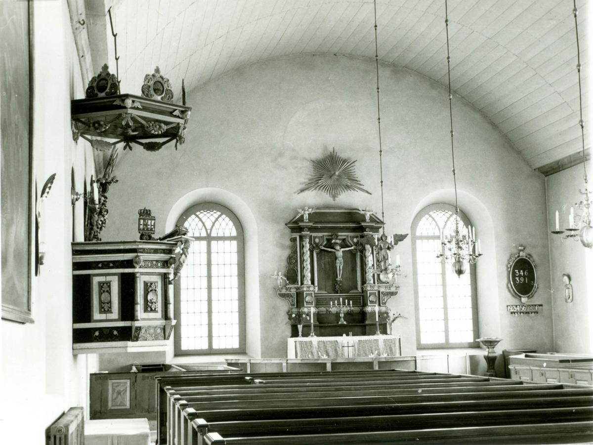 Interiör från långhuset i Järeda kyrka.