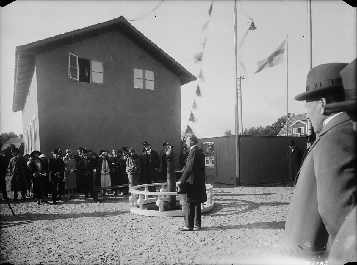 Hantverkets propagandautställning: Generaldirektör Tengboms tal vid öppnandet av Lidingöutställningen Bygge och Bo. Kronprinsparet Gustav Adolf och Louise på Lidingö.