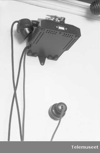 Bordtelefon festa på vegg,  veggbeslag for bordapparat, Elektrisk Bureau.