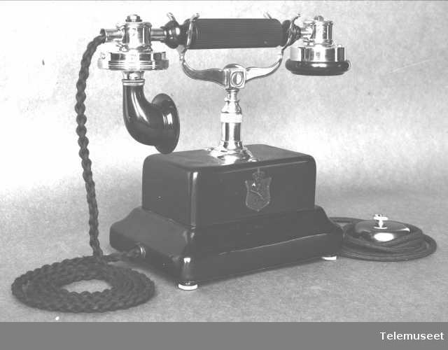 "Telefonapparat, bordapparat ""all steel""  Elektrisk Bureau."