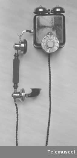 Telefonapparat, automat, veggapparat i stål. 25.4.1916. Elektrisk Bureau.