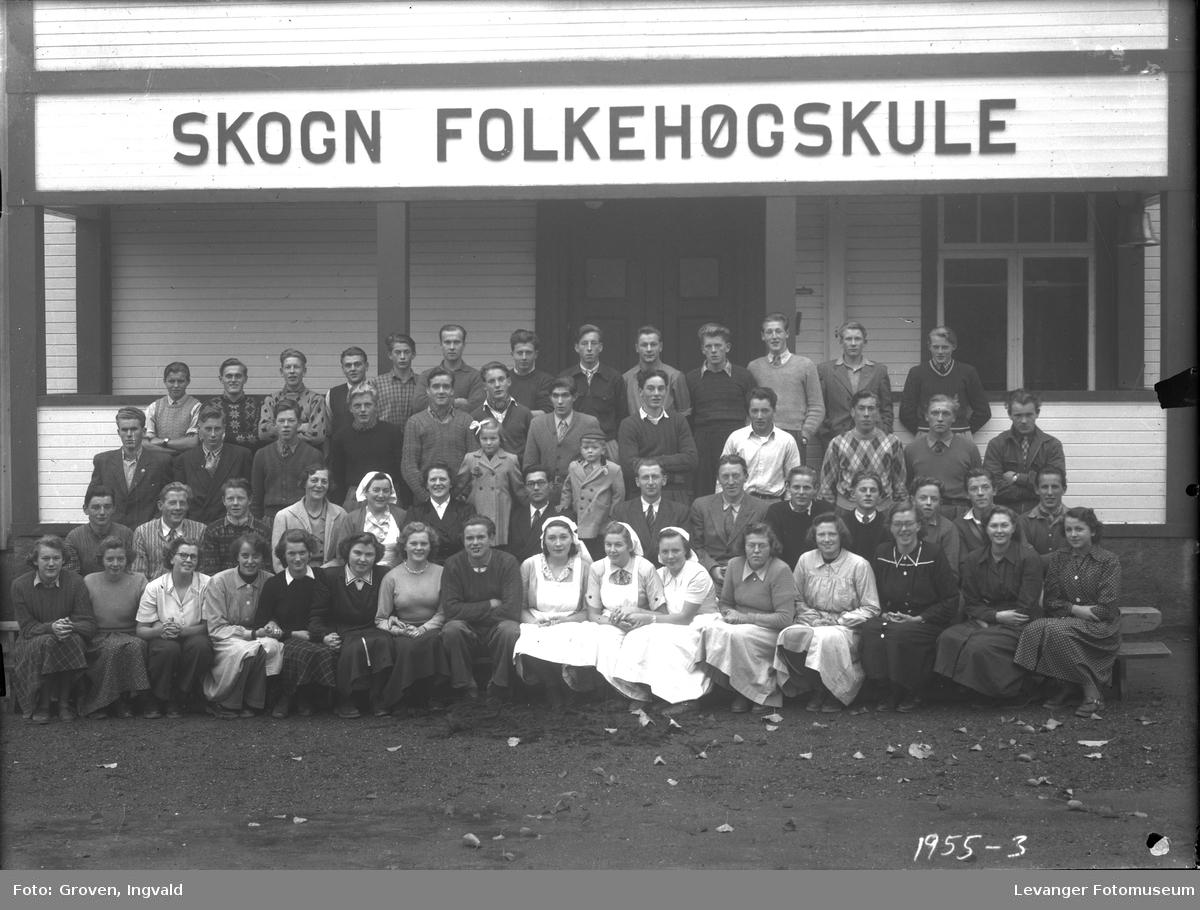 Skolebilde Skogn folkehøgskole med personalet.