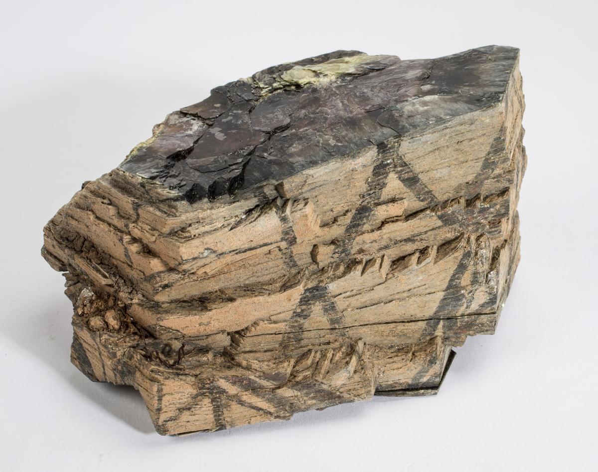 Muskovitt, krystall fra druse i Drammensgranitt.