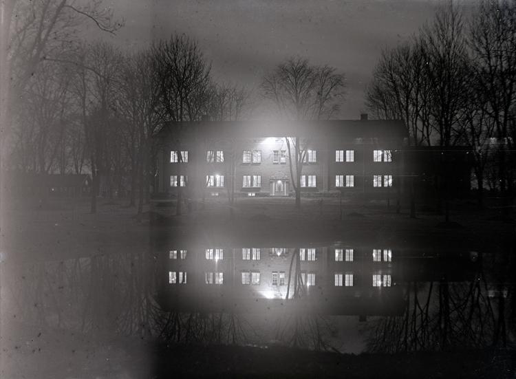 Bildtext: Axvalls Folkhögskola 1928. Samtid förvärv: Elof Petterssons samling