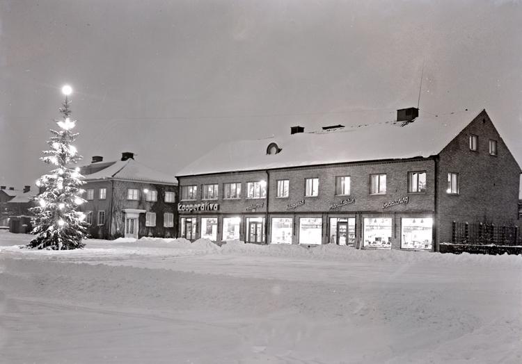 Bildtext: Vara Kooperativa 1951.