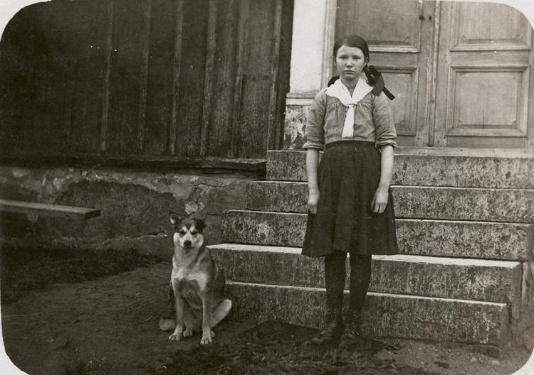 Jenny Isaksson och hunden Essa.