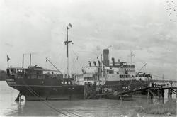 D/S 'Hermod' (b.1925) ved kai før/etter reise mellom Bangkok