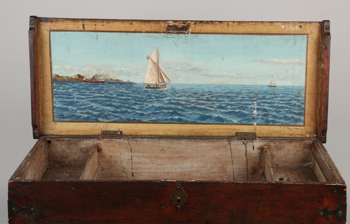 Skutemaleri av ukjent dampskip samt et mindre seilfartøy med merke E24 i seilet og et tredje seilfartøy, signert L. Moberg 1844.