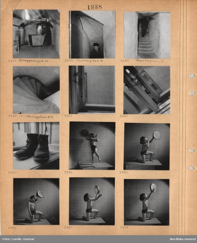 Motiv: En man klädd i ytterrock och hatt vid en sopbehållare i kulvert, Skeppargatan 11, man med skärmmössa i trång källartrappa, Karlaplan 6, spiraltrappa Artillerigatan 54, detalj av fönster, ett par kängor på en fönsterbräda, liten flicka i baddräkt poserar i en ateljé.