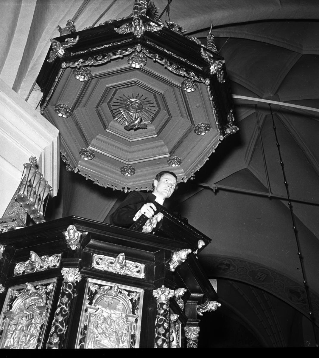 Pastor Davidsson. GIF. 1946