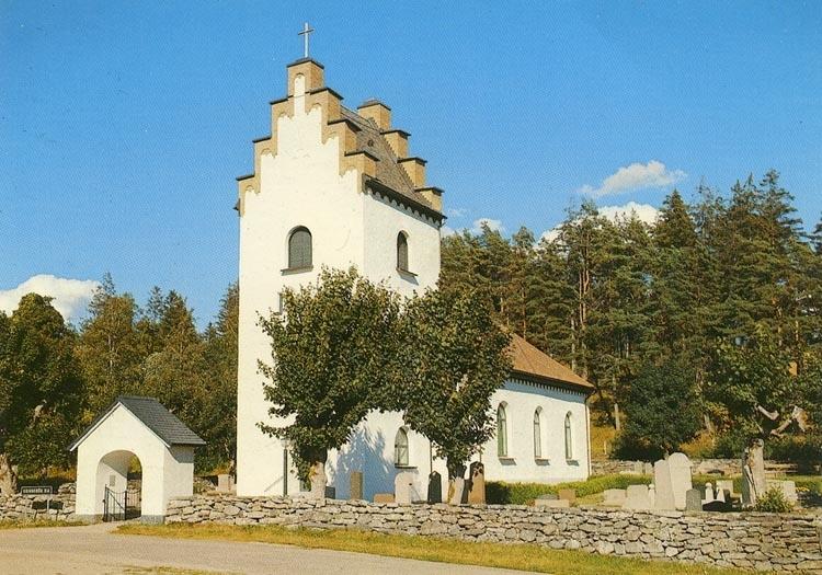 """Enligt Bengt Lundins noteringar: """"Grinneröds kyrka med sitt nuvarande utseende sedan 1859. Den vitkalkade fasaden och trappstegstornet gör den till en typisk s.k. skånekyrka""""."""