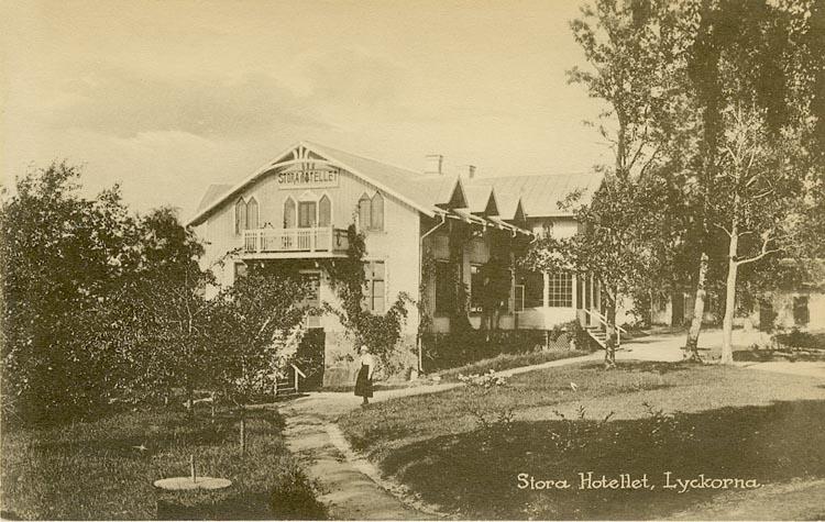 """Enligt Bengt Lundins noteringar: """"Stora Hotellet. Dam. Lyckorna""""."""