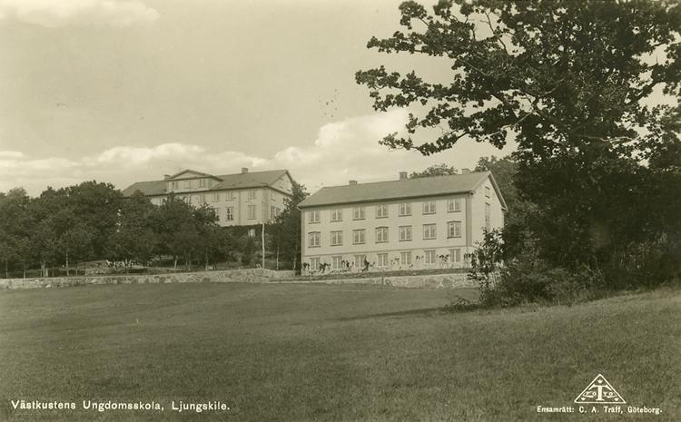 """Enligt Bengt Lundins noteringar: """"Västkustens Ungdomsskola, Ljungskile""""."""