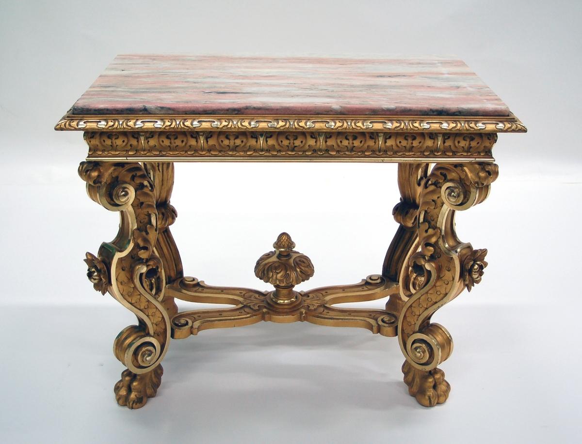 Acc kat: Bord, barock med marmorskiva. Skulpterat och förgyllt.  Katalogkort: Bord, barock, skulpterat och förgyllt. Brokig skärgrå marmorskiva.