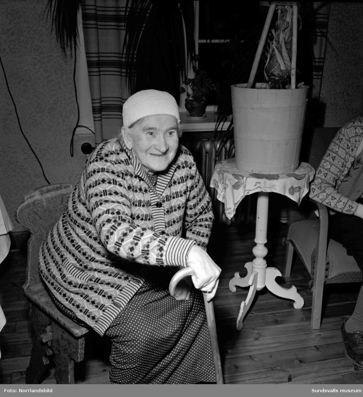 Scouter ordnar en luciafest för pensionärer på Alnö.