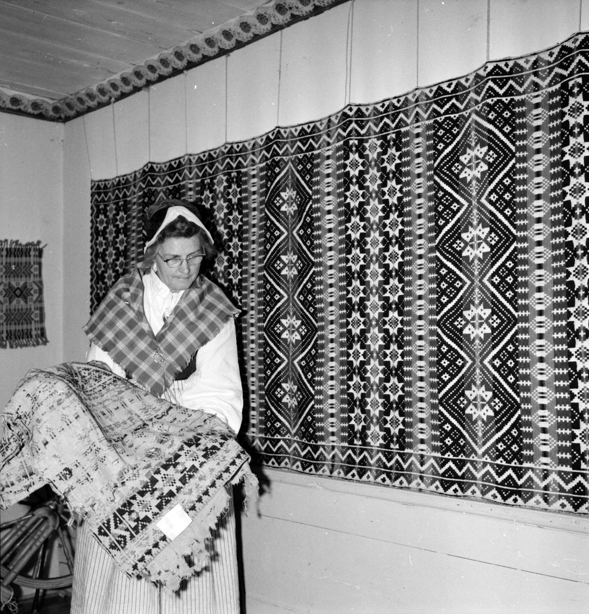 Vallsta, Utställning av bonader i Hemslöjdsgården, Eva Källgren, 1 Juli 1965