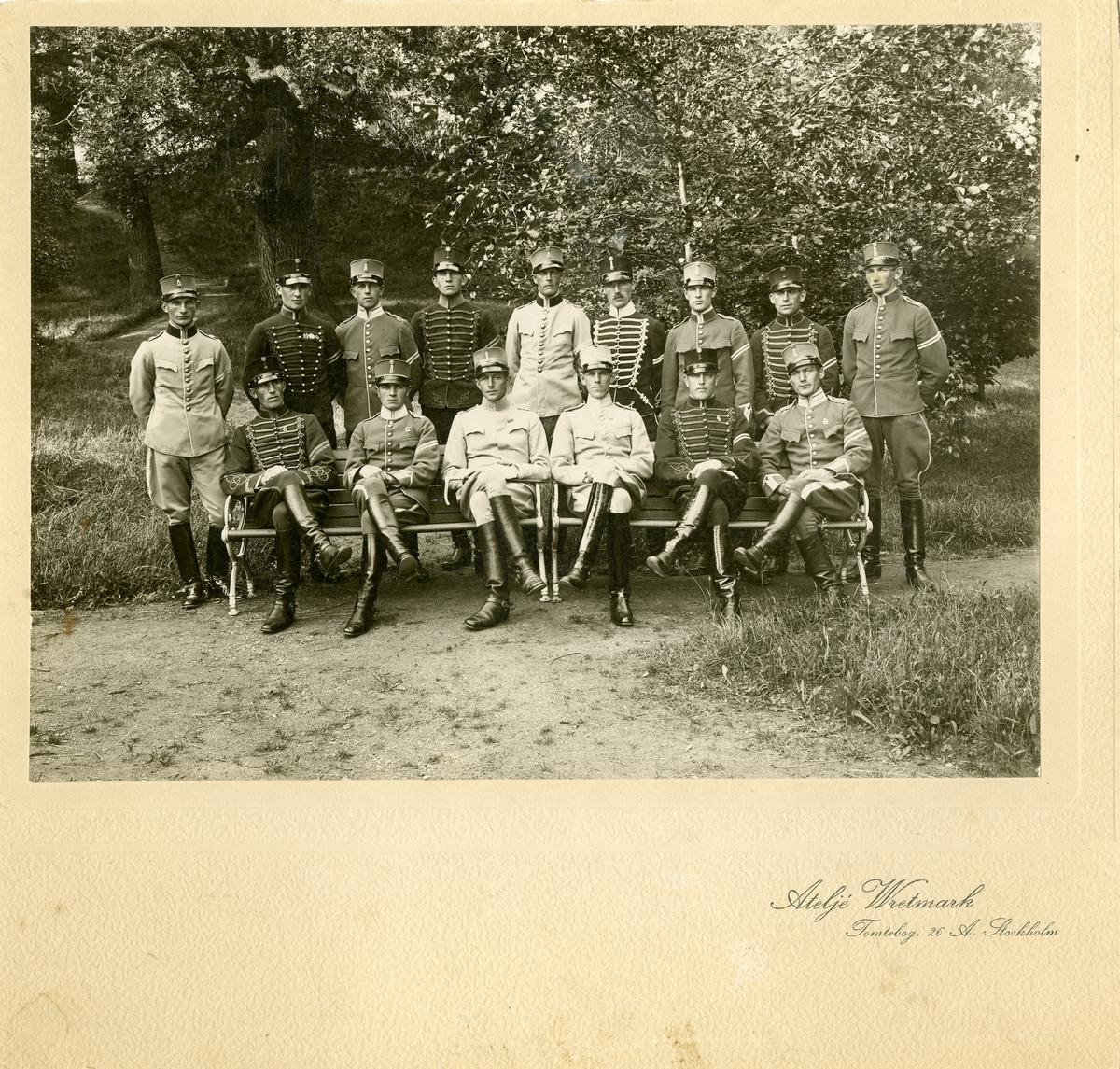 Grupporträtt av officerare vid Kavalleriets underofficersskola, 1923-1924.