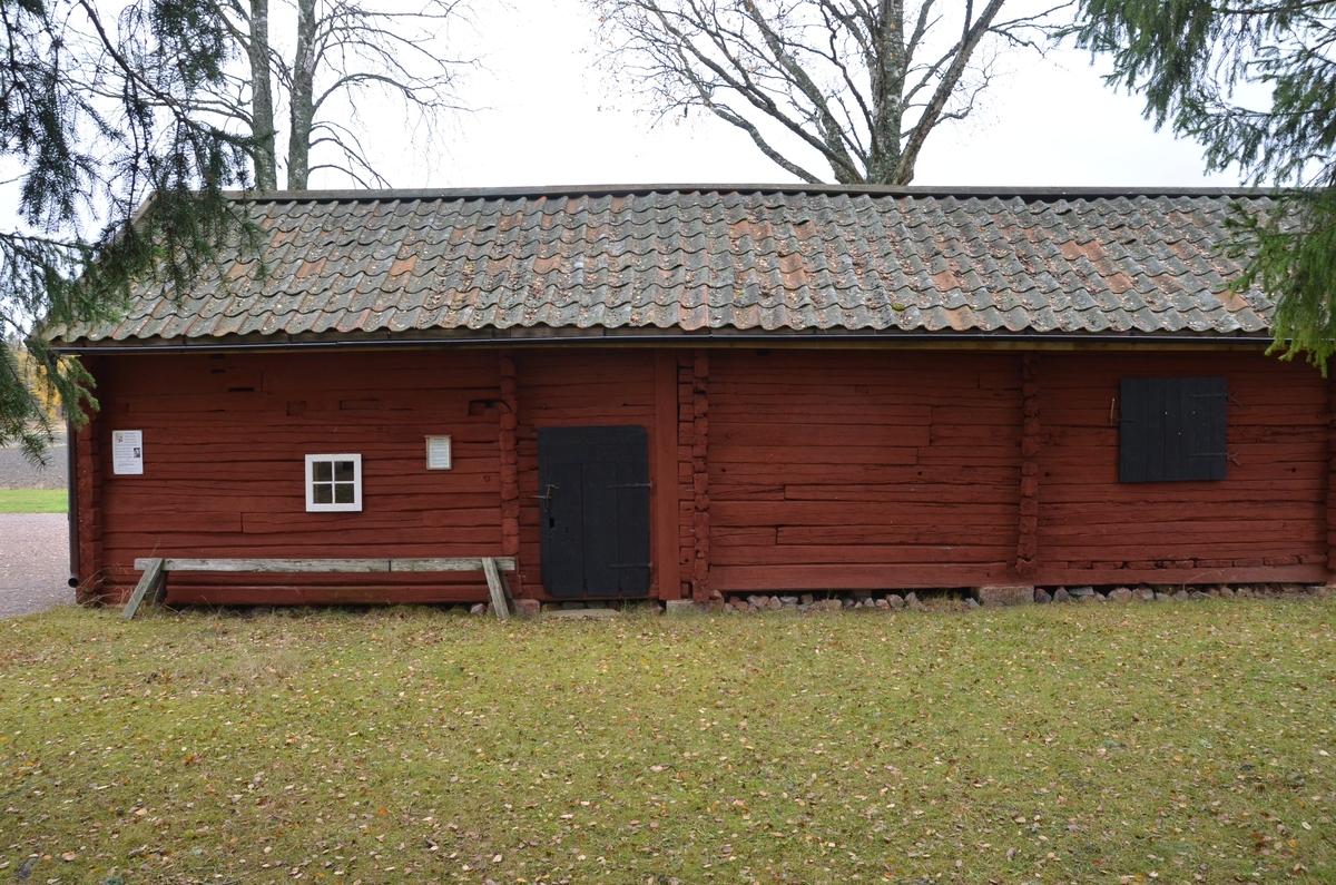 Uthuslänga vid Huddunge hembygdsgård, Prästgården 1:1, Huddunge socken, Heby kommun, Uppsala län 2014