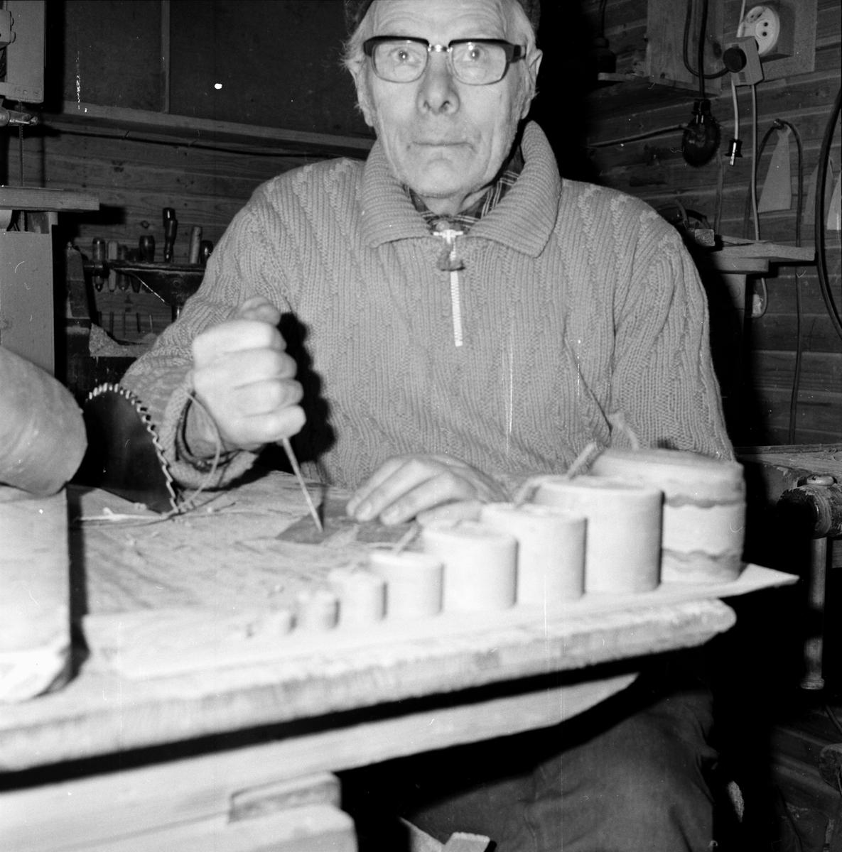 Vall-Olle Jonsson Kråsen, slöjdare Januari 1974