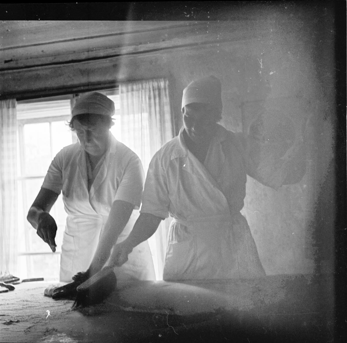 Tunnbrödsbak, Snaten Oktober 1972