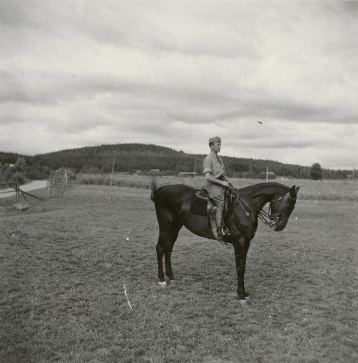 Officer från Södermanlands regemente I 10 till häst.