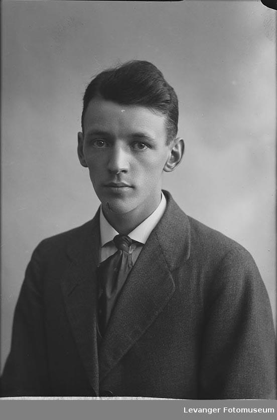 Portrett av Olav Karlgård.Portrett