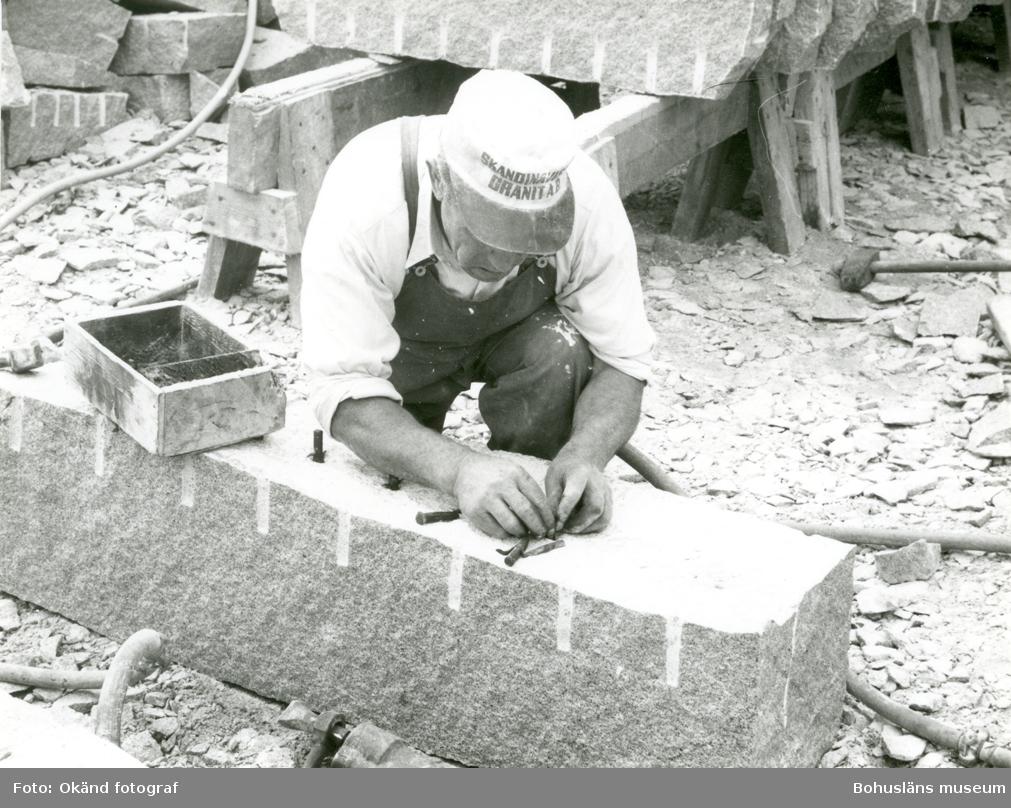 Förberedelse inför klyvning av stenblock
