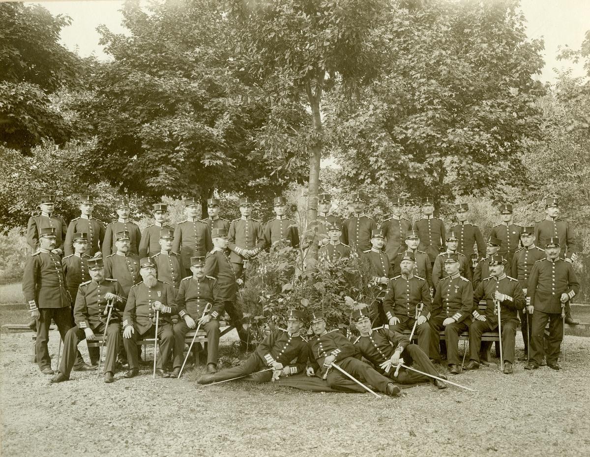 Grupporträtt av soldater vid okänt infanteriregemente.