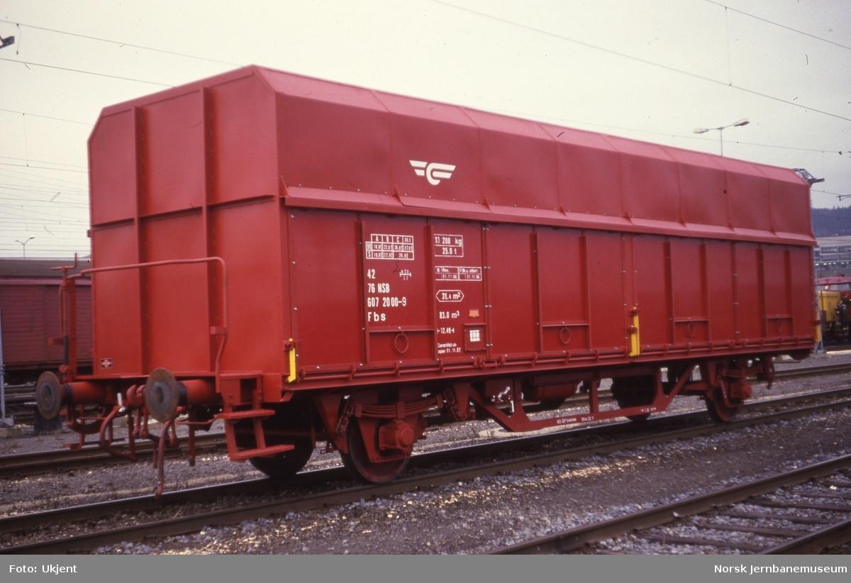 Flisvogn litra Fbs nr. 607 2000 ved levering