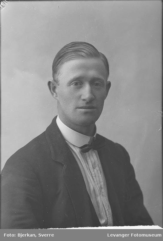 Portrett av Kjønstad Hjalmar