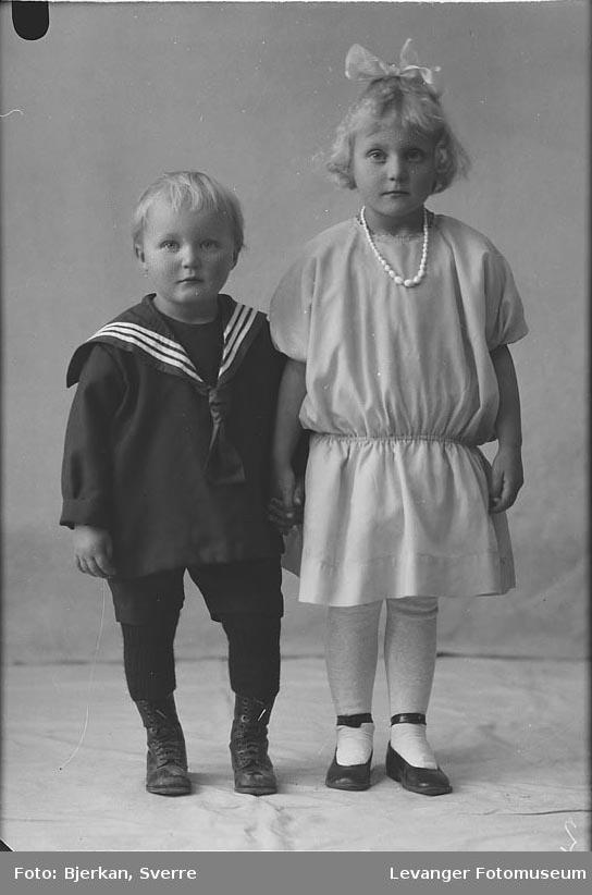 Portrett av bror og søster Ole Rivelsrud og Magnhild Rivelsrud