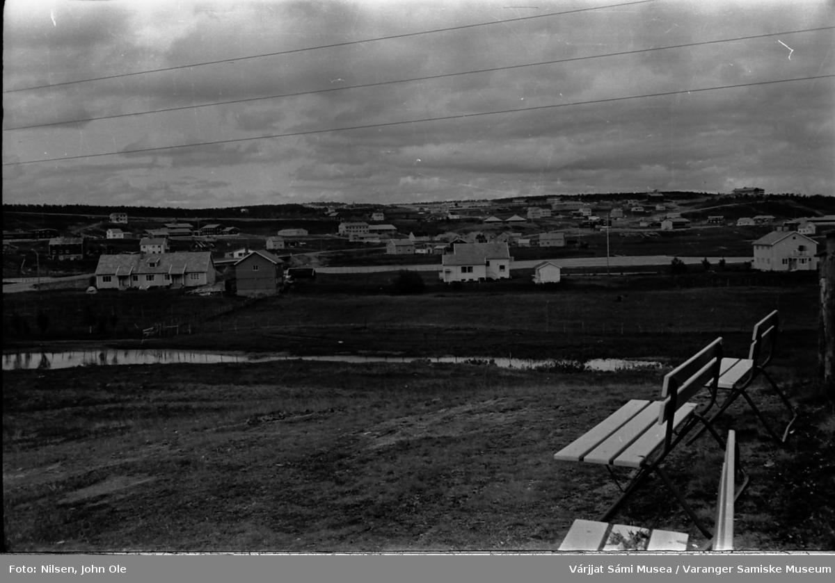Bygda Kautokeino, hotellet oppe til høyre i bildet. Juli 1967